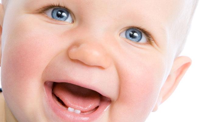 കുഞ്ഞുങ്ങള്ക്ക് ആദ്യ പല്ലുവരുമ്പോള് ഡോക്ടറെ കാണണം; അറിഞ്ഞിരിക്കാം ഈകാര്യങ്ങള്